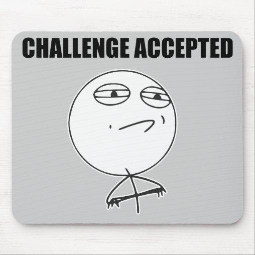 Herausforderung geltendes Raserei-Gesichts-Comic M Mousepads