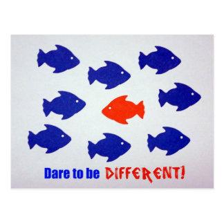 Herausforderung, zum unterschiedlich zu sein! postkarte