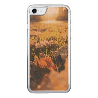 Herbst-Blätter Carved iPhone 8/7 Hülle