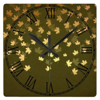 Herbst-Gold verlässt Muster Quadratische Wanduhr