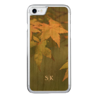 Herbst-goldenes Ahornblatt-Monogramm handgemacht Carved iPhone 8/7 Hülle