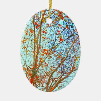Herbst-Orangen-Blätter und blauer Himmel Keramik Ornament