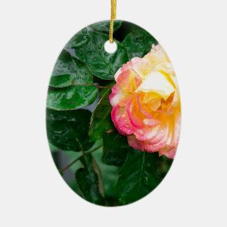 Herbst verwelkte Rose mit Regentropfen Keramik Ornament