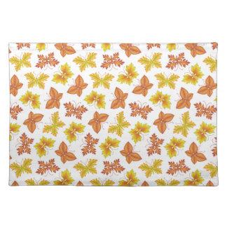 Herbstatmosphäre mit Schmetterling-förmigem Tischset