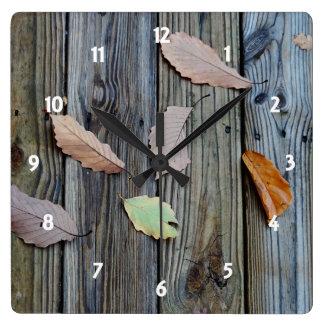 Herbstlaub-alte Planken-Boden-Uhr Quadratische Wanduhr