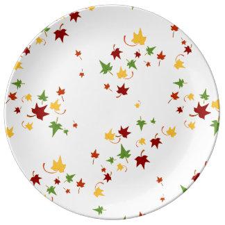 Herbstlaub: Dekorative Porzellan-Platte Teller