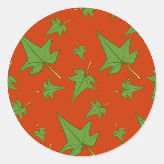 Herbstlaub: Grünes Blatt auf orange Aufkleber