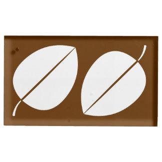 Herbstlaub im Schokoladen-Tabellen-Karten-Stand