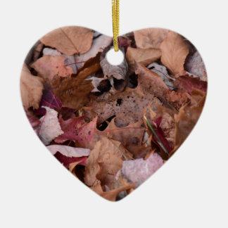 Herbstlaub in den rauchigen Bergen Keramik Herz-Ornament