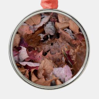 Herbstlaub in den rauchigen Bergen Silbernes Ornament