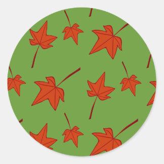 Herbstlaub: Orange Blatt auf grünem Aufkleber