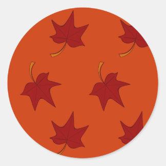 Herbstlaub: Rotes Blatt auf orange Aufkleber