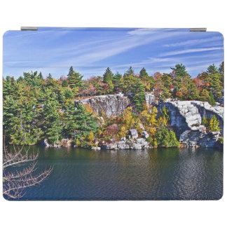 Herbstlaub um See Minnewaska iPad Hülle