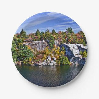 Herbstlaub um See Minnewaska Pappteller