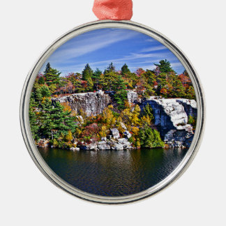 Herbstlaub um See Minnewaska Silbernes Ornament