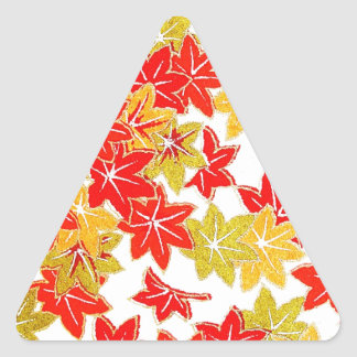 Herbstwinter treibt natürliche grüne Baum-Erde Bea Dreieckiger Aufkleber