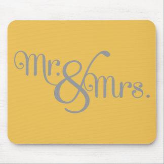 Herr und Frau Classy Grey auf Gelb Mauspad