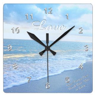 Herrliche Strand-Liebe-Wand-Uhr mit Ihrem Text Quadratische Wanduhr