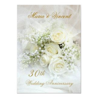 Herrliche weiße Rosen 30. Hochzeits-Jahrestag 11,4 X 15,9 Cm Einladungskarte