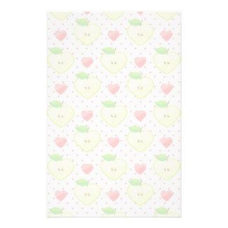 Herz-Äpfel mit rosa Tupfen und Herzen Büropapier