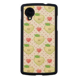 Herz-Äpfel mit rosa Tupfen und Herzen Carved® Nexus 5 Hülle Ahorn