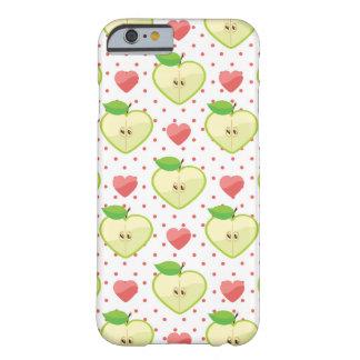 Herz-Äpfel mit rosa Tupfen und Herzen Barely There iPhone 6 Hülle