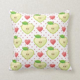 Herz-Äpfel mit rosa Tupfen und Herzen Zierkissen