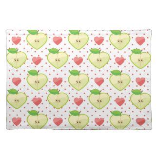 Herz-Äpfel mit rosa Tupfen und Herzen Tisch Set