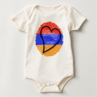 Herz auf armenischen Farben Baby Strampler