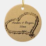 Herz auf dem Strand-Hochzeits-1. Weihnachten perso Weihnachtsbaum Ornament