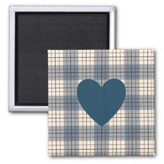 Herz auf karierter Blues-Brown-Creme Quadratischer Magnet