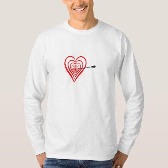 Herz Dartscheibe mit Pfeil T-Shirt