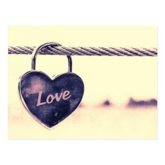 Herz geformtes Liebevorhängeschloß Postkarte