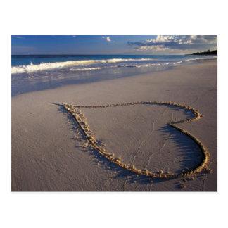 Herz gezeichnet auf dem Strand Postkarte