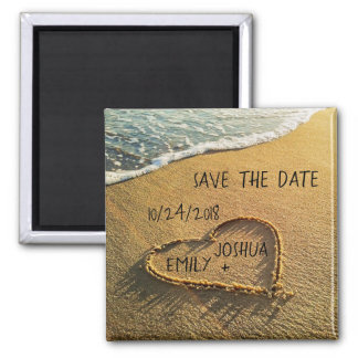 Herz im Sand-tropischen Strand Save the Date Quadratischer Magnet