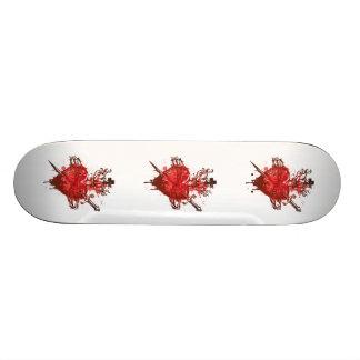 Herz in den Flammen verwundet durch Dolch Skateboard