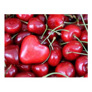Herz in den Kirschen Postkarte
