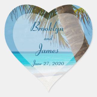 Herz-Palmen auf Strand-Hochzeits-Aufklebern Herz-Aufkleber