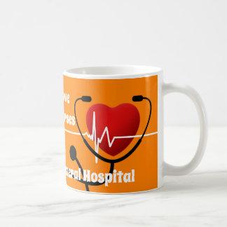 Herz, Stethoskop u. ECG Krankenschwestern Kaffeetasse
