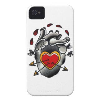 Herz-und Pfeil-alte Schultraditionelle Tätowierung iPhone 4 Case-Mate Hüllen