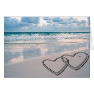 Herzen gezeichnet im Sand Karte