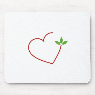 Herzen mit dem Blätter erfasst in einem Platz