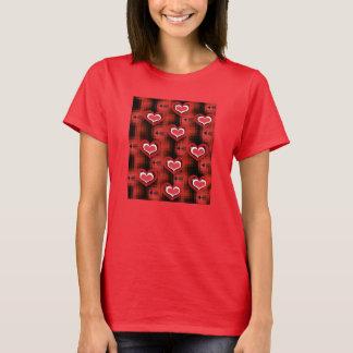Herzen nach Pfeilen T-Shirt