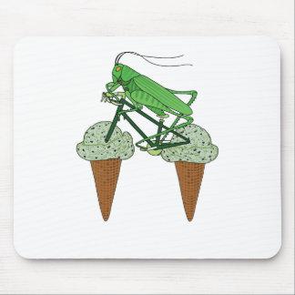 Heuschrecken-Reitfahrrad mit HeuschreckenEiscreme Mousepad