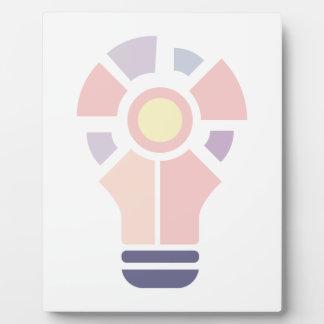Hexahedrons innerhalb Ideen-Birnen-der abstrakten Fotoplatte