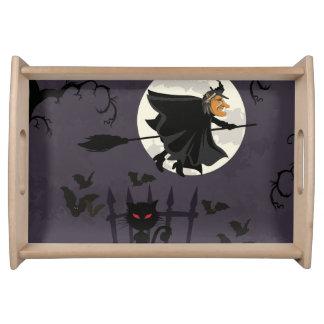 Hexe auf Broomstick, schwarze Katze, Kürbise Tablett