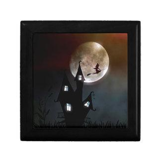 Hexe auf dem Besen, der über Ihr Haus fliegt Geschenkbox
