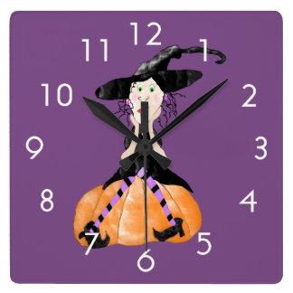 Hexe auf einer Kürbis-Uhr Quadratische Wanduhr