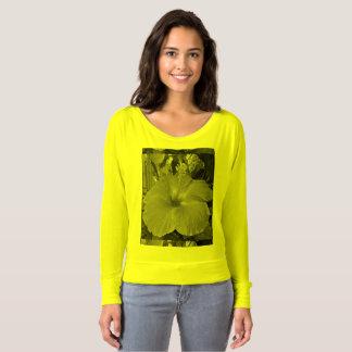 Hibiskus durch Htawq T-shirt