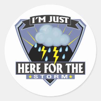 Hier für den Sturm Runder Aufkleber